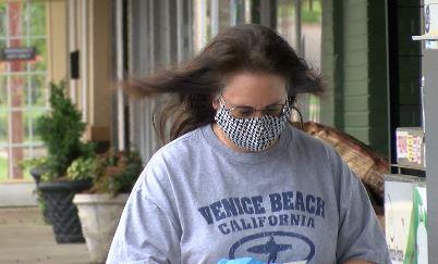 How many Huntsville shoppers are wearing masks during coronavirus crisis?