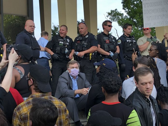 Huntsville Mayor Tommy Battle seeking 'way forward' for police after protests, use of tear gas