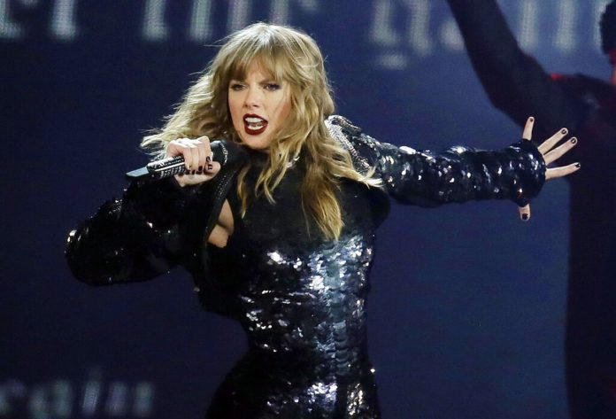Taylor Swift, before stardom, sang with Alabama band