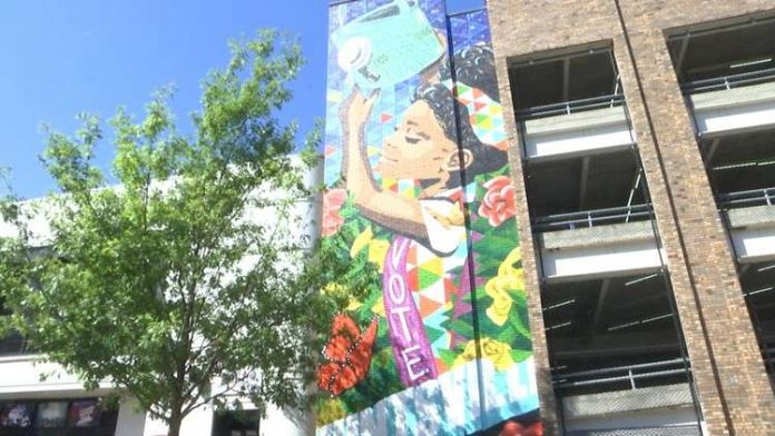 Leaders celebrate 19th Amendment centennial with mural dedication in Downtown Huntsville
