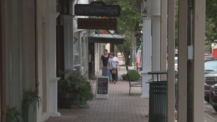 Walker County Judge reduces business capacity, closes bars