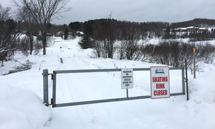 Huntsville residents petition town for outdoor rinks in COVID-19 restrictions