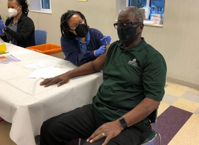 Minorities need COVID vaccine, Huntsville faith leaders say as they get shots