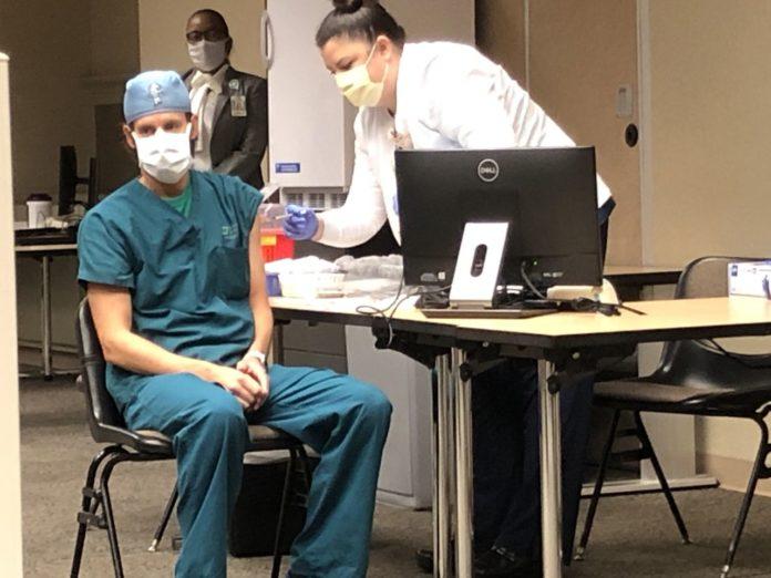Huntsville Hospital reopens online registration for COVID-19 vaccine