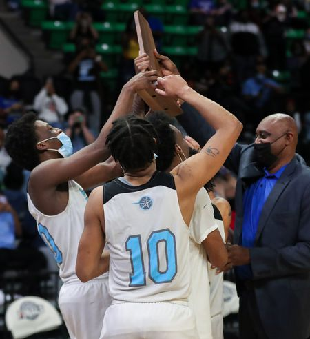 Class 5A boys championship: Lee-Huntsville smothers Ramsay in second half